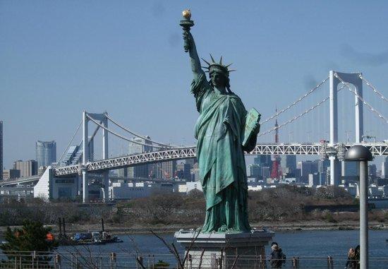 Rainbow Bridge : 「自由の女神像」とレインボーブリッジ