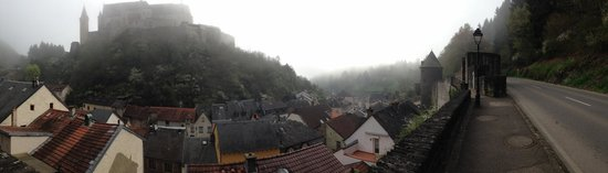 Auberge Aal Veinen : Town view from roof tops from street above