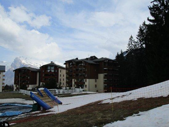 Residence Odalys Le Buet: Vue de l'hôtel en bout de pistes