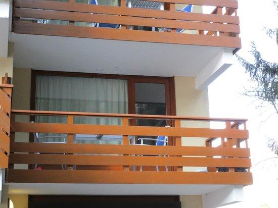 Residence Odalys Le Buet: Vue du balcon depuis l'extérieur