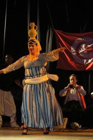 Seabel Rym Beach : animation soirée de belles danses, de belles decouvertes des coutumes tunisiennes!