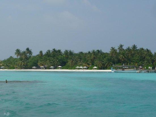 Vakarufalhi Island Resort: vue du bateau