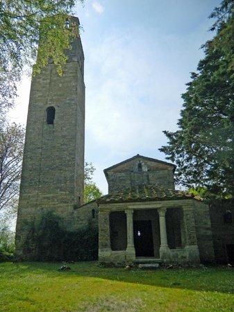 Chiesa di Santa Pudenziana: la facciata di Santa Pudenziana con la gigantesca torre campanaria