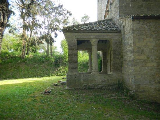 Chiesa di Santa Pudenziana: il piccolo  portico di fianco