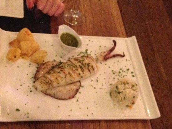 The Olive Tree : Grilled Calamari