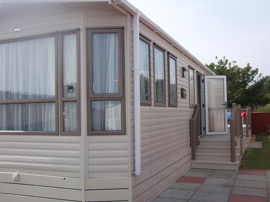 The Beach Caravan Park : Outside