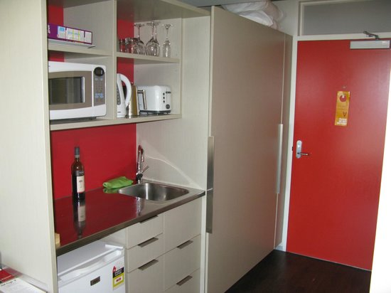 Navigate Seaside Hotel & Apartments: Kitchenette