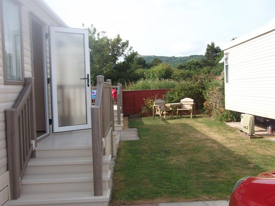 The Beach Caravan Park : Garden Area