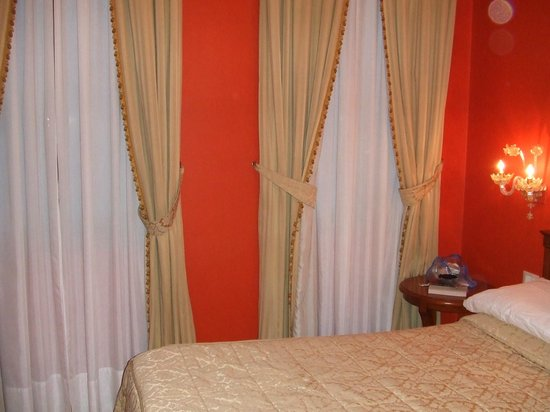 Locanda Orseolo: Bedroom windows overlooking anal