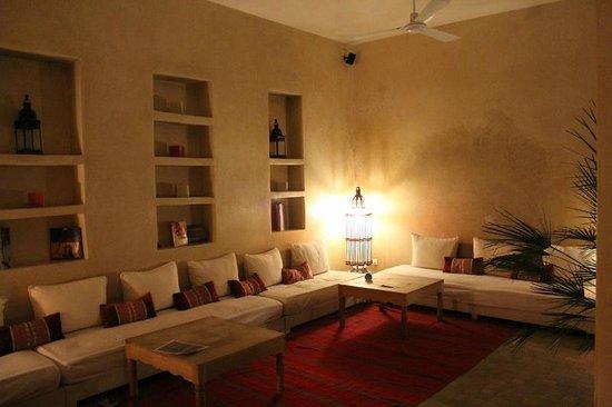 Hotel & Spa Riad Dar Bensouda: Coin détente près de la piscine