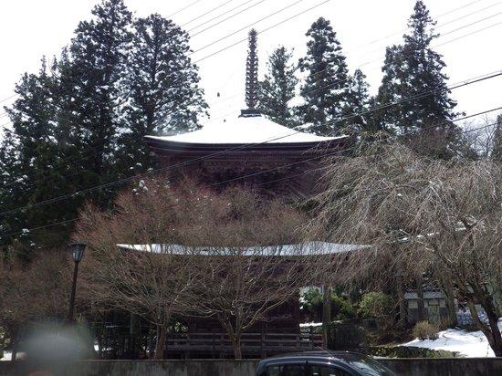 Mount Koyasan : 春はまだかな⁇ 寒の戻りで四月に積雪。