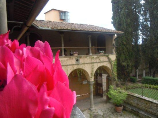 Hotel Villa Casagrande: vista dal porticato al piano superiore