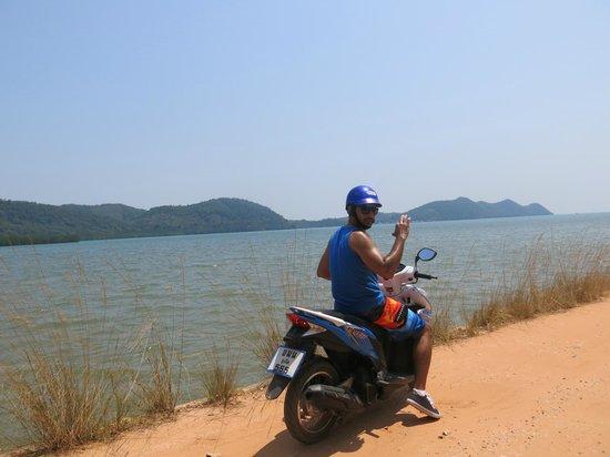 Koh Yao Yai: Scooter ride