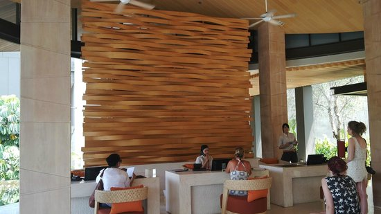 Renaissance Phuket Resort & Spa: front desk