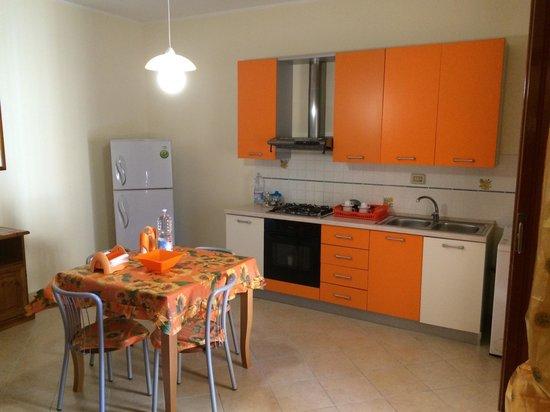 Bed & Breakfast Arena: Cucina condivisa fra due camere