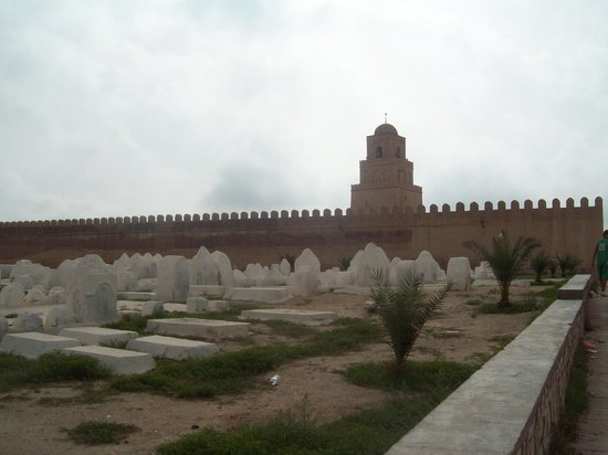 Grande Mosquée de Kairouan : Islamic cemetery outside the Great Mosque