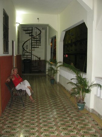 Class Colonial Aparta Hotel: Открытая веранда.