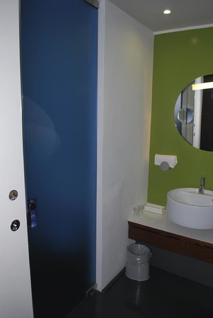 Radisson Blu es. Hotel, Roma: The toilet and sink