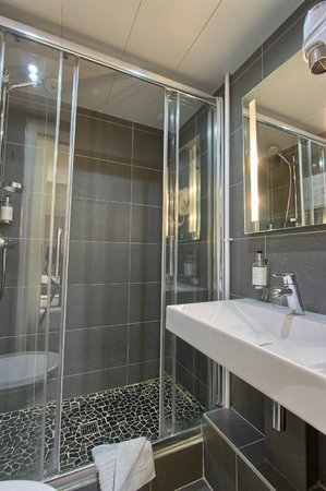 Hotel Villa Margaux Opera Montmartre : salle de douche