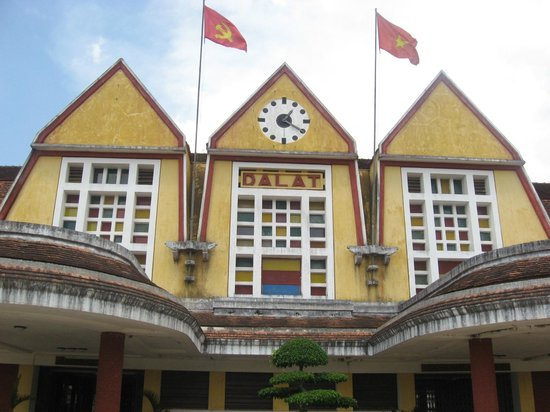 Dalat Railway Station : Colonial arcitecture and Stained Glass of Dalat Station.