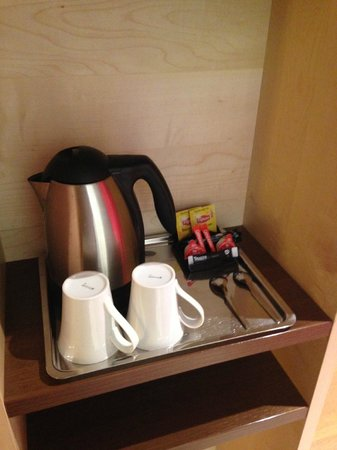 Holiday Inn Express Paris-Canal de la Villette : Coffee and tea
