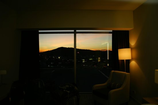 Sheraton San Jose Hotel: had a room to the casino side, sunset