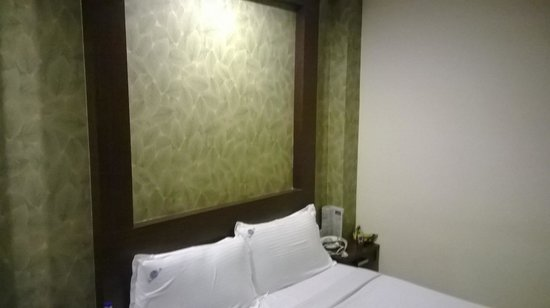 Bhimaas Temple Tree Hotel : Bed side