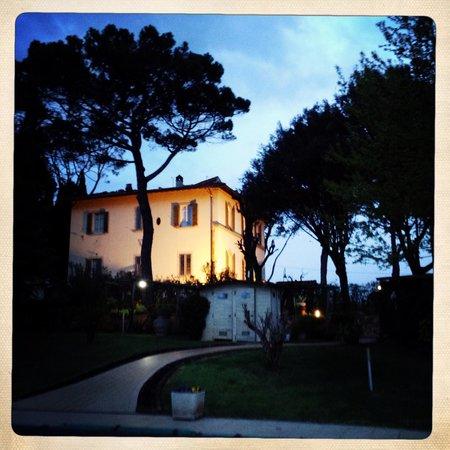 Relais Villa Al Vento: Vista del relais all'alba