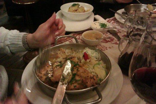 """Pürstner: """"Wäschermädlpfanne""""/""""Сковорода прачки"""" Куриное филе из грудки в соусе из пряных трав и рисом с о"""