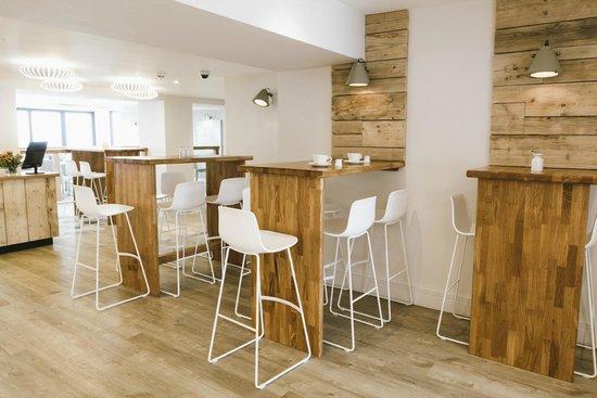 Godolphin Arms: Upper deck bar dining area