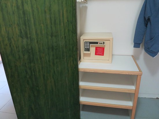 Hotel THe Anamar Suites: The safe on its shelf!