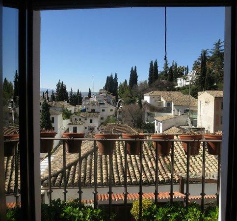Solar Montes Claros: Vy från balkongen mot Albaicin, Sumeria. Åt vänster syntes Alhambra fint.