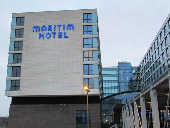 Maritim Hotel Düsseldorf: Вид со стороны аэропорта