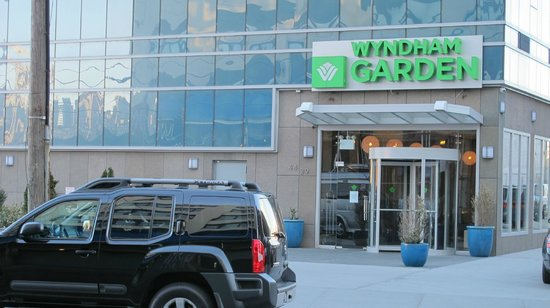 Wyndham Garden Long Island City Manhattan View : Entree hotel