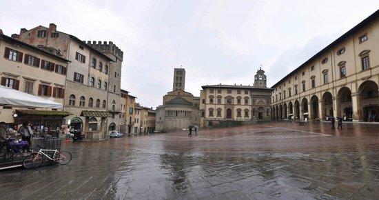 Piazza Grande in tutta la sua bellezza