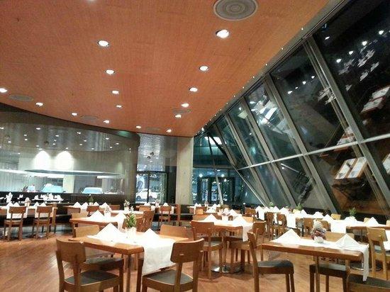 Restaurant im Mercedes Benz Museum: ресторан