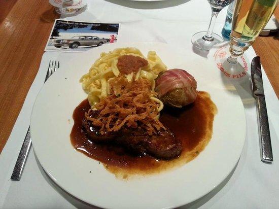 Restaurant im Mercedes Benz Museum: фирменное блюдо от шеф-повара
