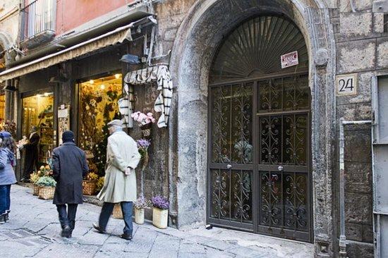 San Gregorio Armeno : ingresso struttura