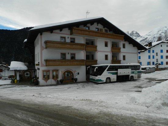 Hotel Miramonti: la facciata dell'albergo