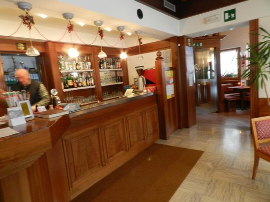 Hotel Miramonti: il baqr e la reception