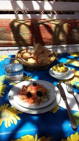 Chaabi chic: entrée, salade marocaine et les olives sont délicieuses