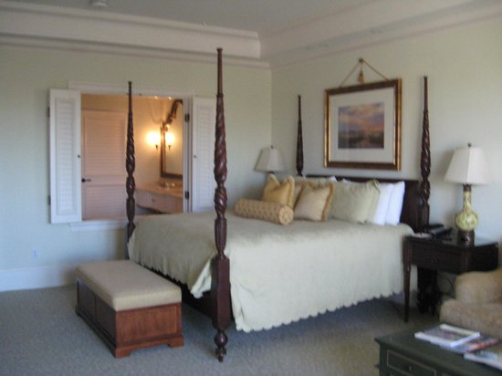 The Sanctuary Hotel at Kiawah Island Golf Resort : Extremely cofortable bed in large room