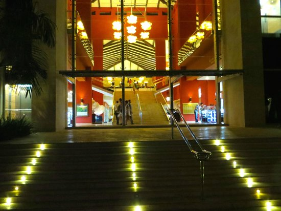 Barcelo Bavaro Palace: Lobby from poolside