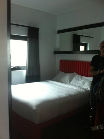 ibis Melbourne Swanston Street Hotel: view of the double bed