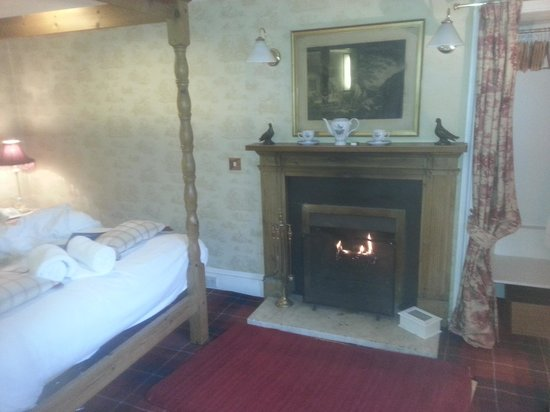 East Haugh House : fireplace on