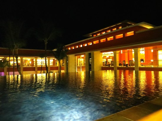 Barcelo Bavaro Palace: View from lounge over Spa - evening