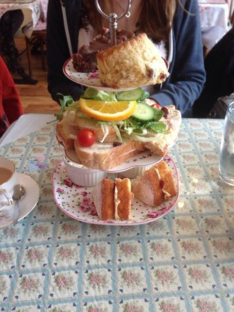 When the Clock Strikes 3: How our afternoon tea came lovely!!!