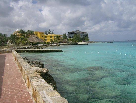 El Cozumeleno Beach Resort: walk up the beach