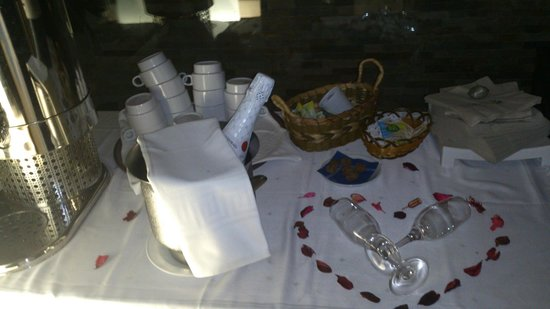 Cerdanya Resort: Cava, vino, café, infusiones, chocolate, perfecta cena