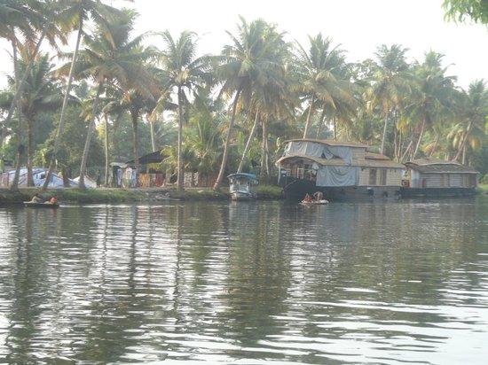 Palmgrove Lake Resort: backwater as road in kerala
